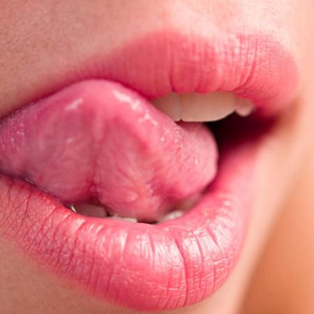 手绘女生嘴唇画法